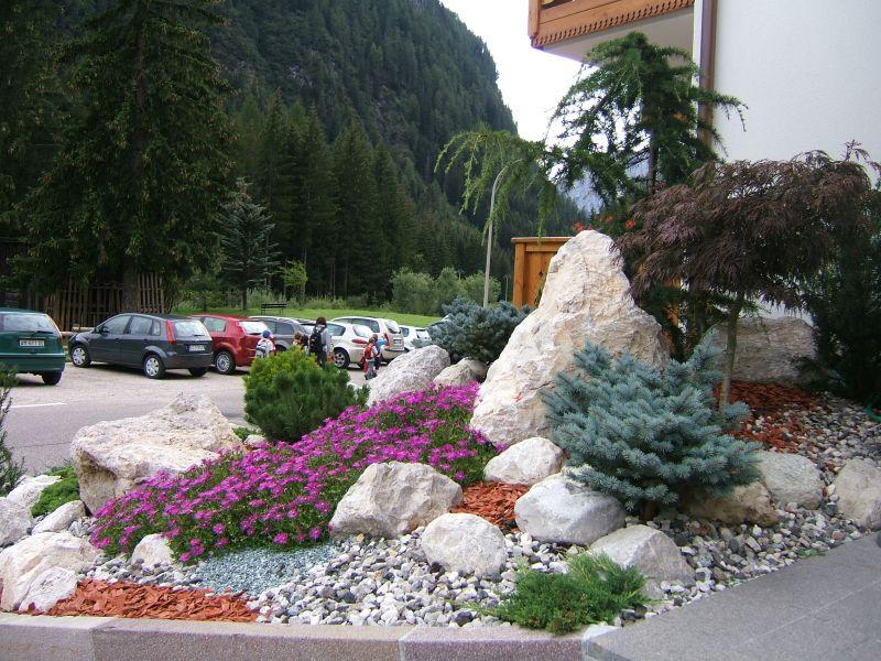 Giardini aziende aiuole rocciose with aiuole giardino immagini - Piscine rocciose ...